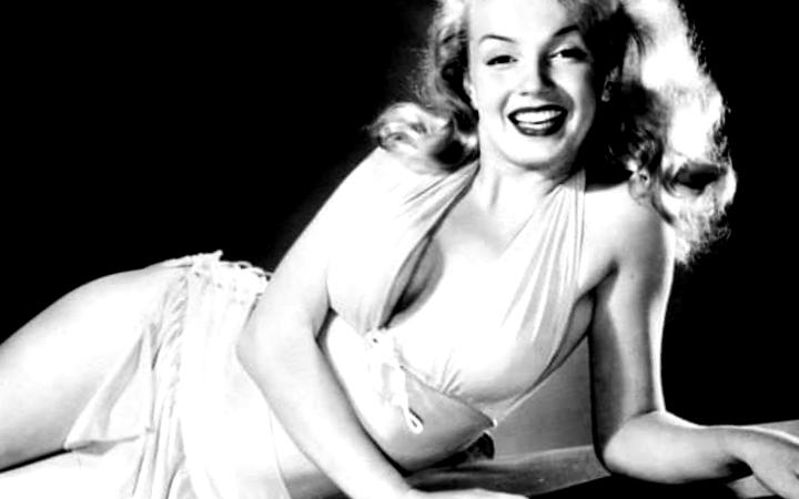 Marilyn posando muy bella