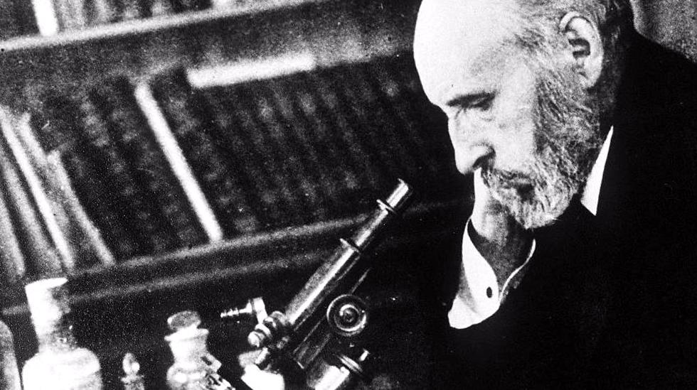 Santiago Ramón y Cajal siempre trabajando y estudiando en su laboratorio